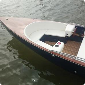 Elektroboot mit Batterieüberwachung