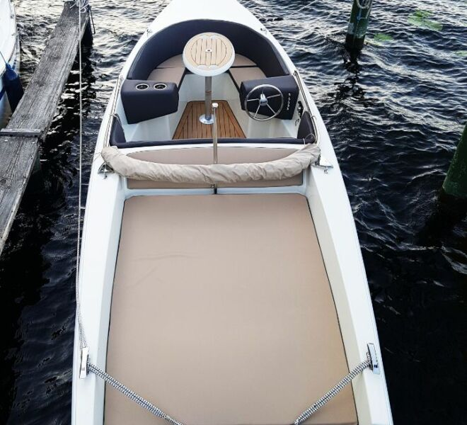 Große Liegefläche Elektroboot